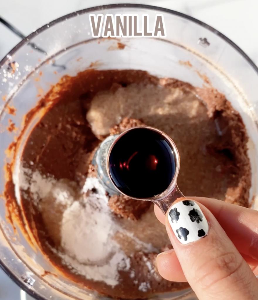 vanilla in a measuring spoon